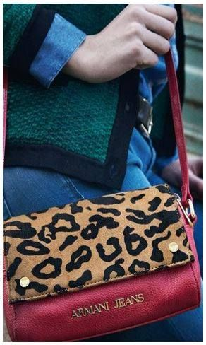 Fantástica mezcla de rojo y animal print. Deslumbra con este fabuloso Box Bag #modaliaArmaniJeans #modaliaFashionStyle #modaliaLujo