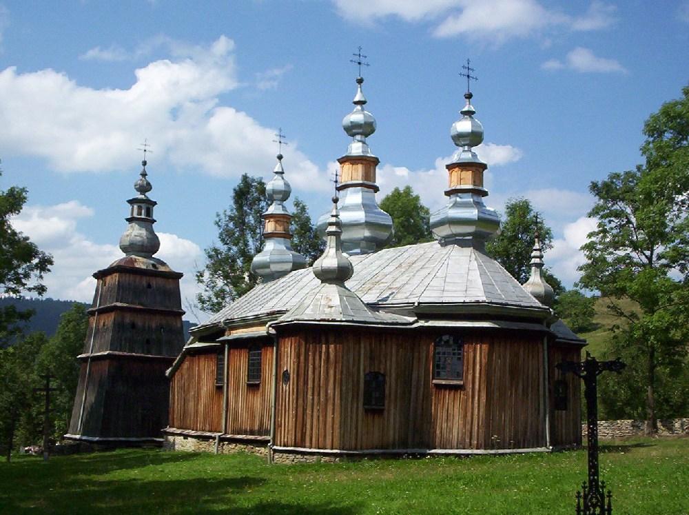 Tserkvas en bois de la région des Carpates en Pologne et