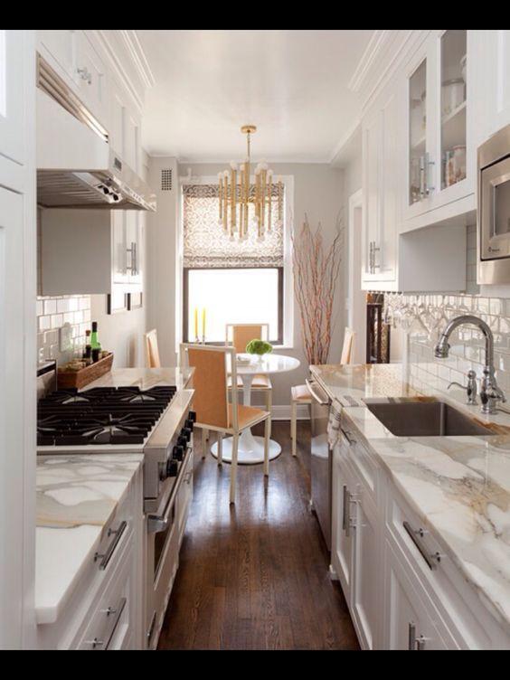 arredare una cucina stretta e lunga ecco 20 esempi a cui ispirarsi!