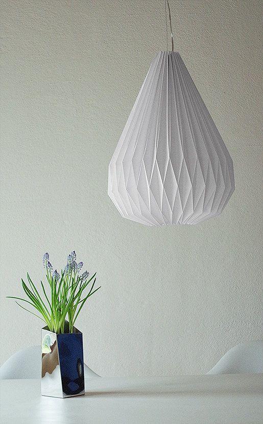 Diy Origami Lampe Geschafft Ich Hab Uns Eine Eigene Lampe In Tropfenform Gezaubert Origami Lampe Diy Origami Lampe Origami Lampenschirm
