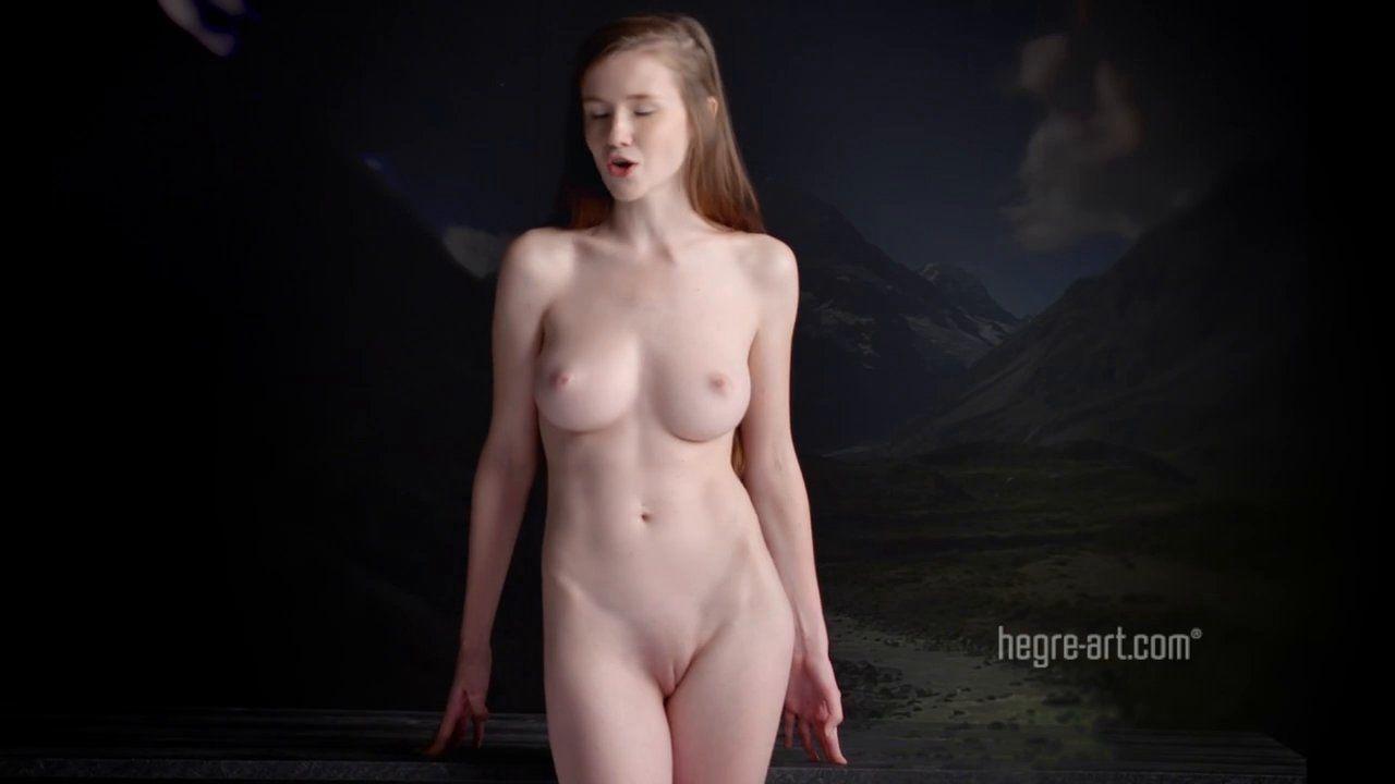 Видео голая поет приподнятыми вверх сосками