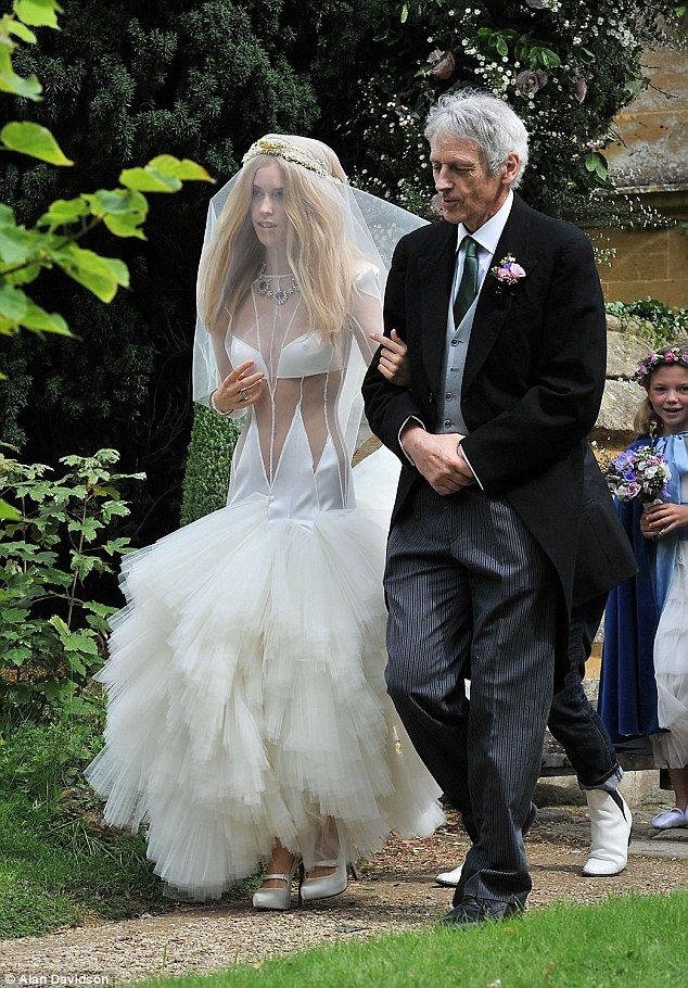 The 14 Most Insane Wedding Dresses Of All Time - BuzzFeed