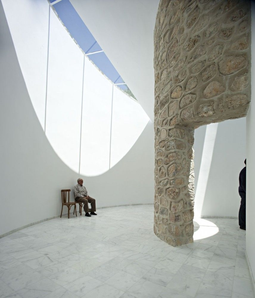 Funeral Parlor / Muñoz Miranda Architects | Parlour, Funeral and ...