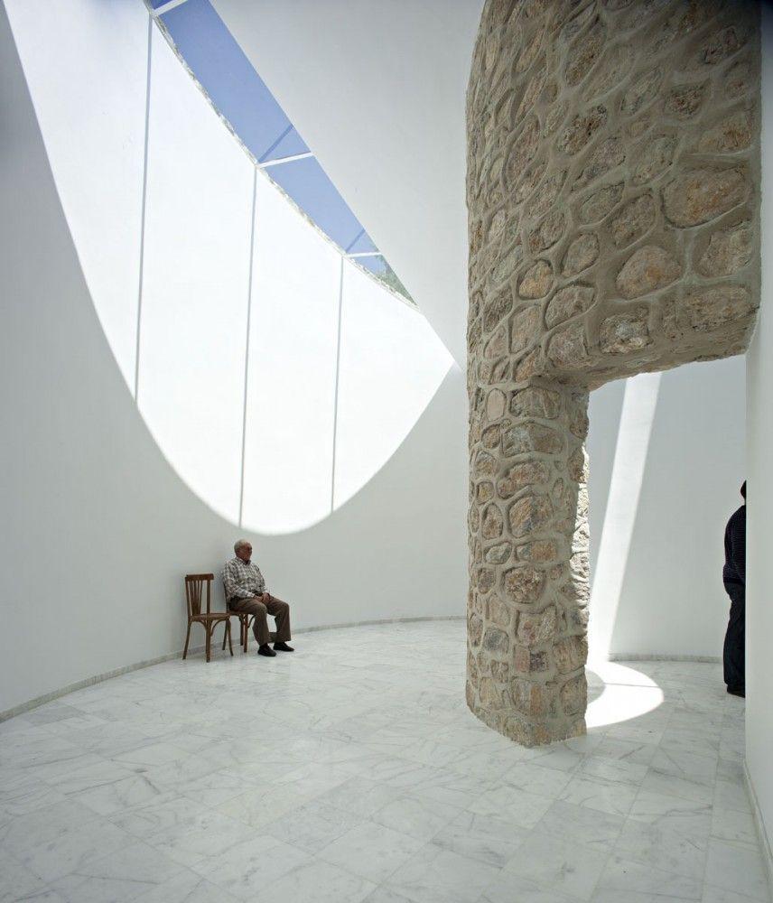 Funeral Parlor / Muñoz Miranda Architects