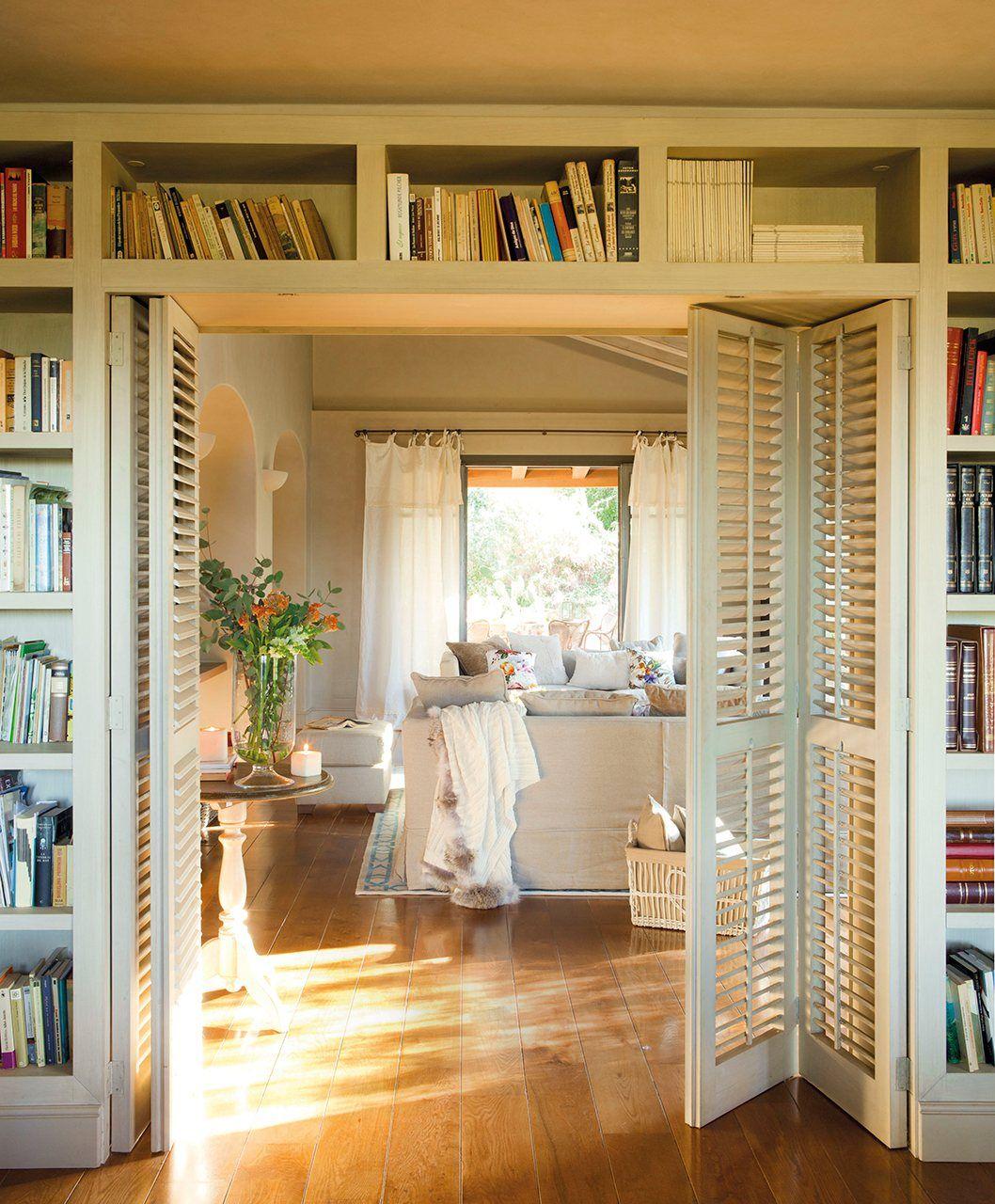 Gana una librería extra aprovechando rincones elmueble