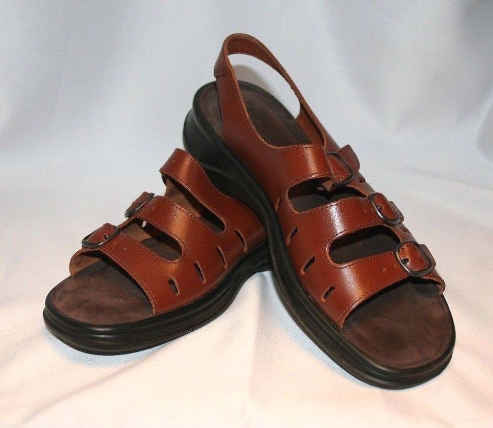 8a52cec8542 CLARKS SUNBEAT Women s 8M Tan Brown Leather 3 Strap Sandals Slingback NICE!   Clarks  Summerfun
