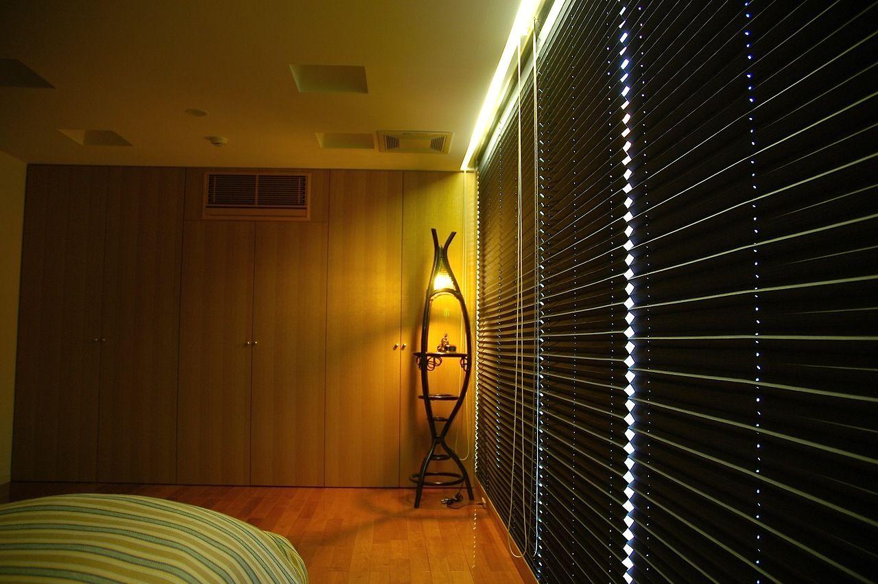 寝室の照明は カーテンボックスの中に隠れています 8230 光源が
