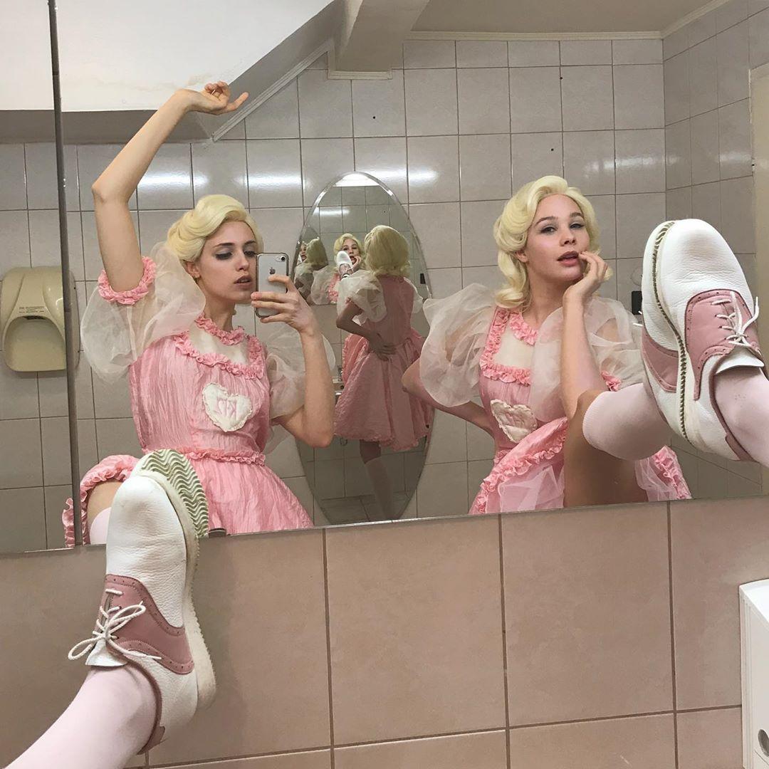 Laurka Lanczki On Instagram Mean Girls K12melaniemartinez Melaniemartinezedits K12 K12m Melanie Martinez Melanie Melanie Martinez Outfits