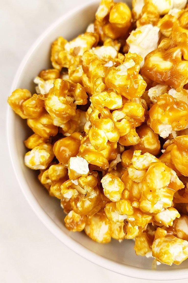 Knuspriges Karamell-Erdnussbutter-Popcorn