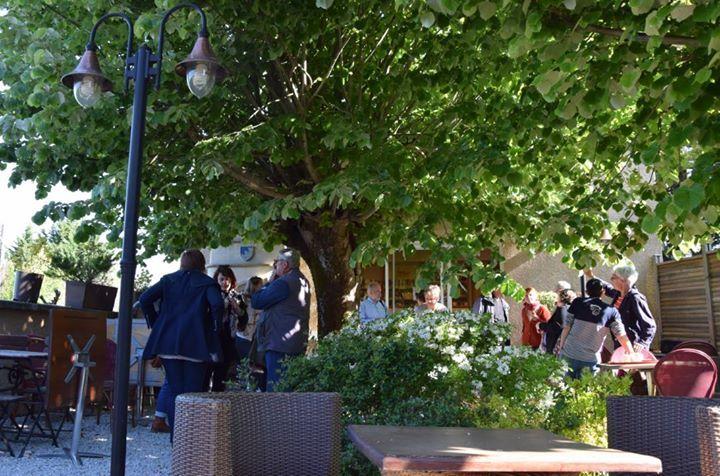 Accueil et petit-déjeuner à la Biblioteca (restaurant chambres d'hôtes bibliothèque et salle réunion )à St Pierre de Trivisy