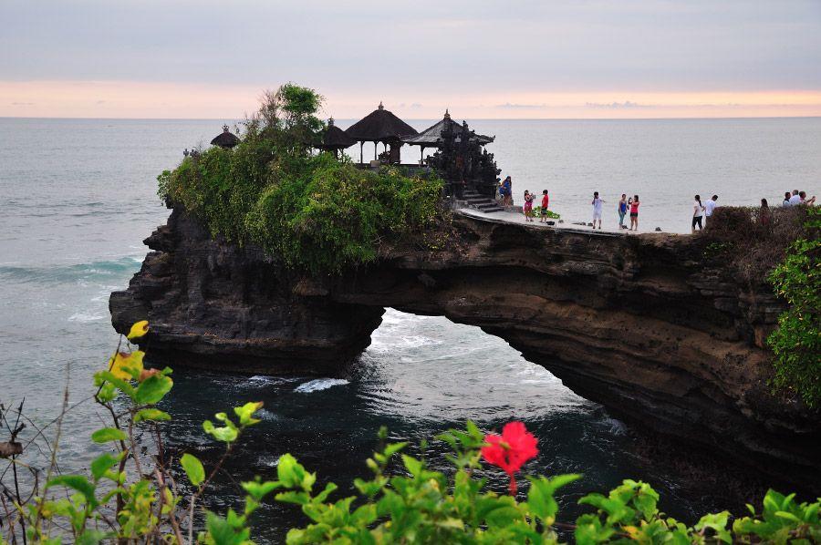 Tempat Wisata Di Bali Yang Menarik Pantai Batu Bolong
