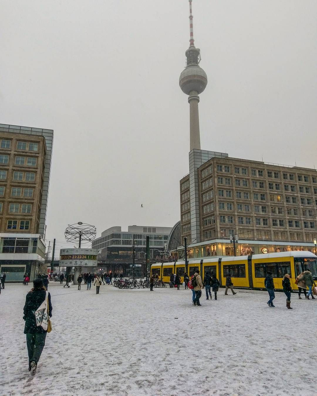 First snow  #snow #winter #berlin #alexanderplatz #berlino #snowing #cold #igersdeutschland #igersberlin #igerberlin #lines #archilovers #buildinglover #deutschland #germany #fernsehturm #tvtower #schnee #tram #square #city #cityscape