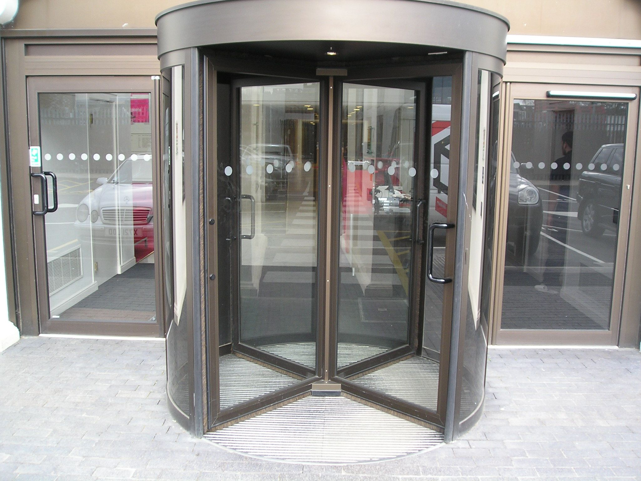 We Can Provide Automatic Revolving Door Solutions Tailored To Your Needs. Description From Automaticdoormaintenance. & Revolving Door \u0026 4000 Series \\u2013 All Glass Revolving Door From ... Pezcame.Com