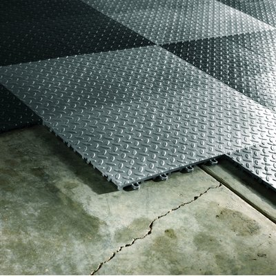 Gladiator 12 X 12 Garage Flooring Tile Color Silver Garage Floor Tiles Garage Floor Coatings Garage Floor Mats