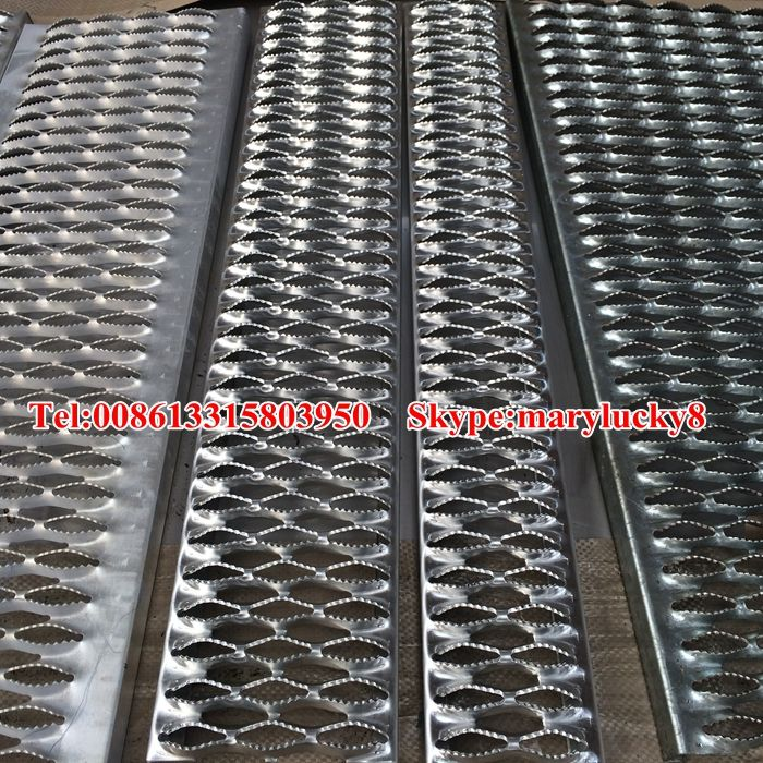 12gauge Thickness Pre Galvanized Steel Grip Strut Traction Gratings In Stock Perforated Traction Tread Expanded Metal Mesh Metal Mesh Perforated