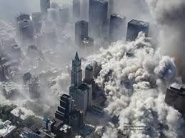 032 - Los sicarios. El FBI, que sigue miles de pistas para descubrir a los terroristas que esta semana atentaron contra EEUU, ha determinado hoy que fueron dieciocho los piratas que el martes secuestraron y estrellaron cuatro aviones civiles.