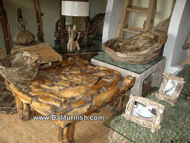 Crafts Made From Driftwood  table sets all made of driftwood or