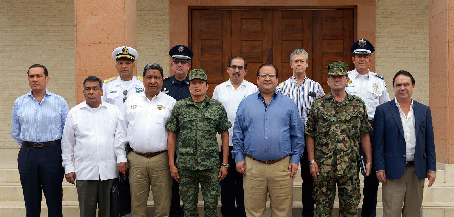 El gobernador Javier Duarte de Ochoa encabezó la Reunión Ordinaria del Grupo Coordinación Veracruz, en la ciudad de Poza Rica, donde se analizaron los resultados de las acciones que en materia de seguridad se llevan a cabo en la zona norte, así como su plan estratégico y programas de atención a la población.