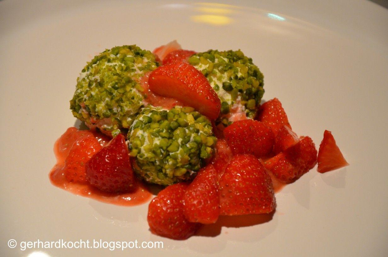 Joghurt-Kugeln    http://gerhardkocht.blogspot.de/2012/06/joghurt-kugeln-mit-erdbeeren-und.html