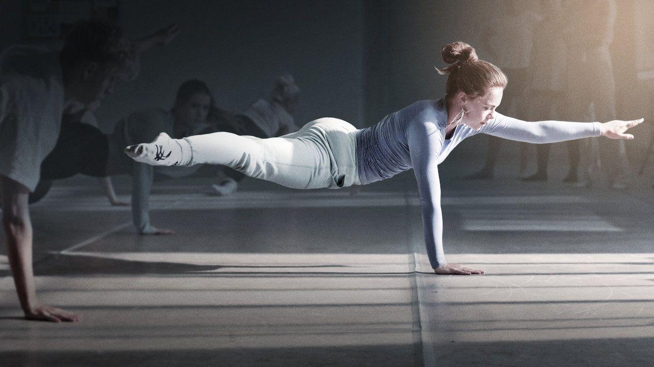Babasının iflas etmesinin ardından genç dansçı Amalie'nin