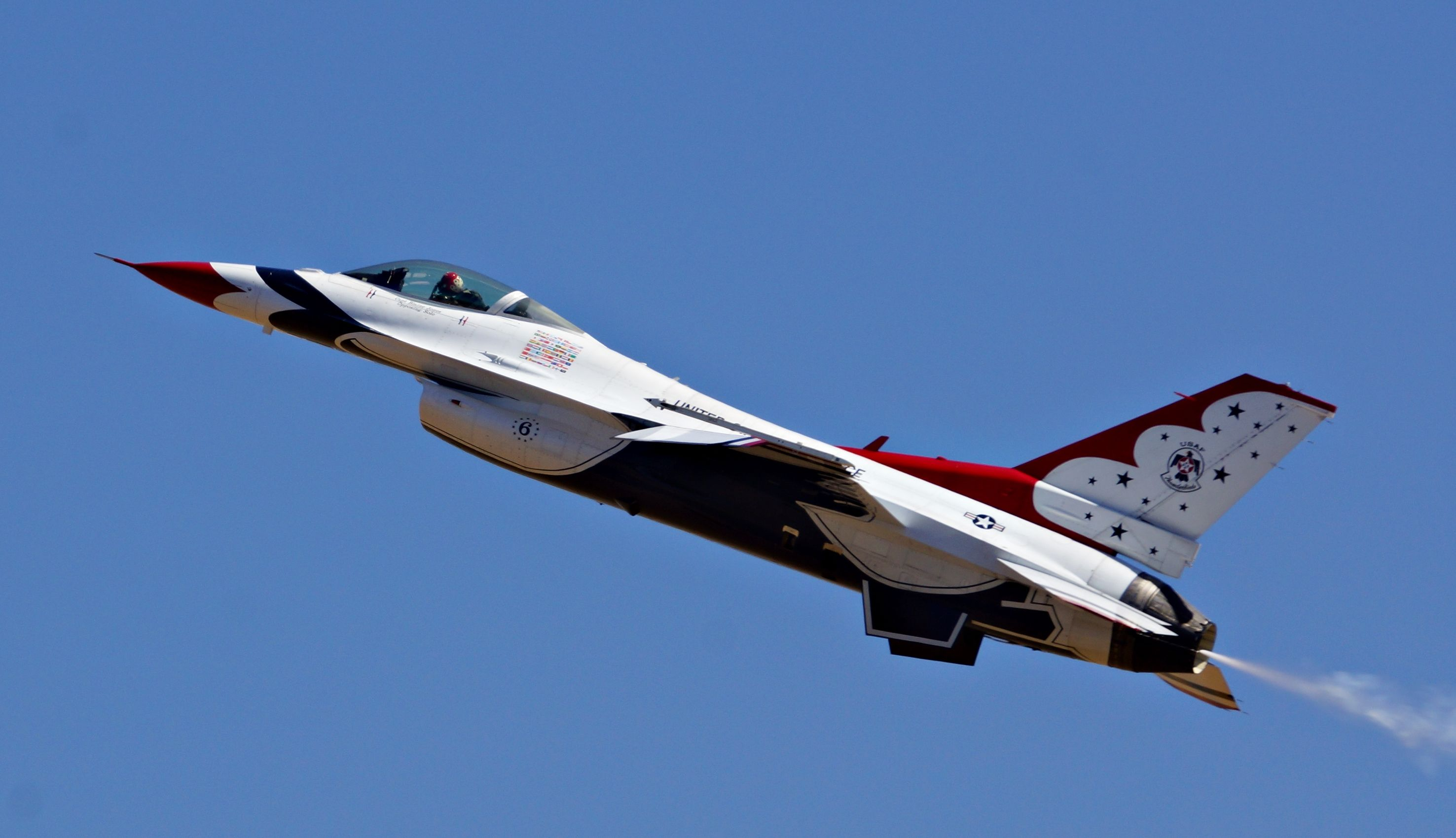 The U.S. Air Force Thunderbirds have finalized their 2014