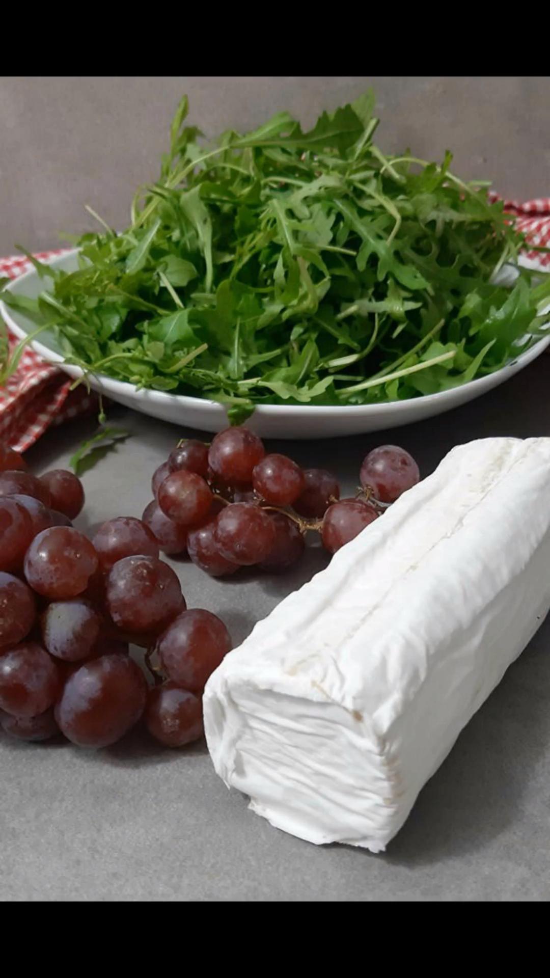 5 Minuten Blitzsalat mit Trauben, Ziegenkäse und Rucola