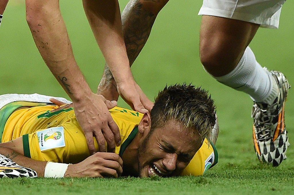 Neymar Jr Injury Video Watch World Cup Ending Foul On Brazil Super Star Neymar Dreams Of Coming Back To Celebrate Title Picture Photos Neymar Copa Del Mundo Neymar Jr