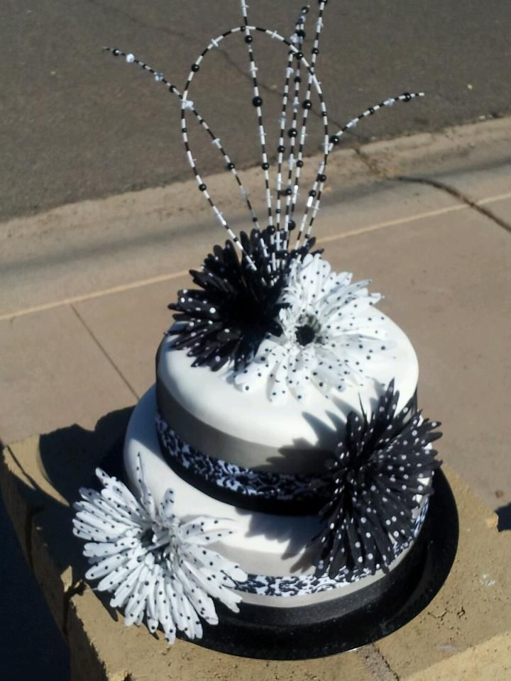 bridal showerblack and white theme cake by ld cakes n cupcakes