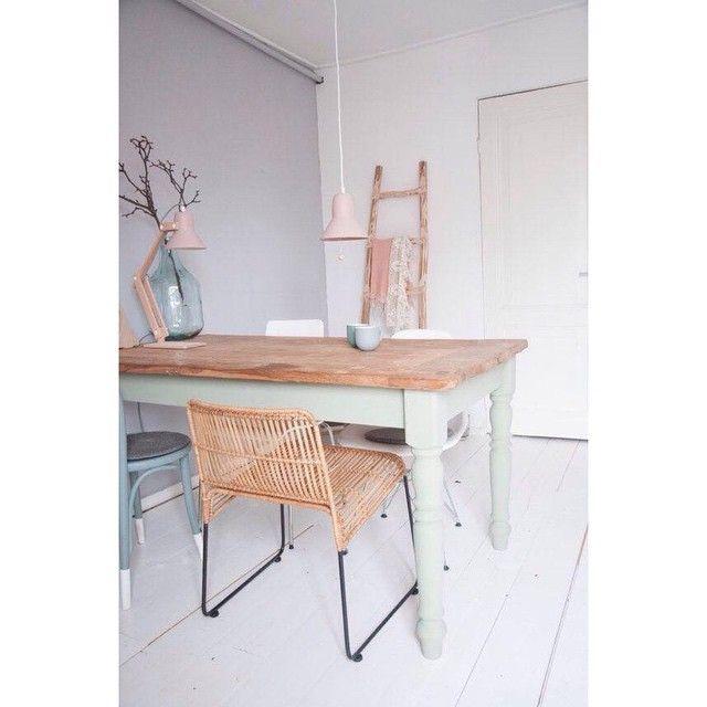 """""""#klimat  #domowe #inspiracje #lubimyto #woodenstory  #interiordesign #inspiration #home #room #pastels #thingswelike #light #babyblue #babypink…"""""""
