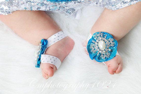 Bebé recién nacido sandalias pies descalzos