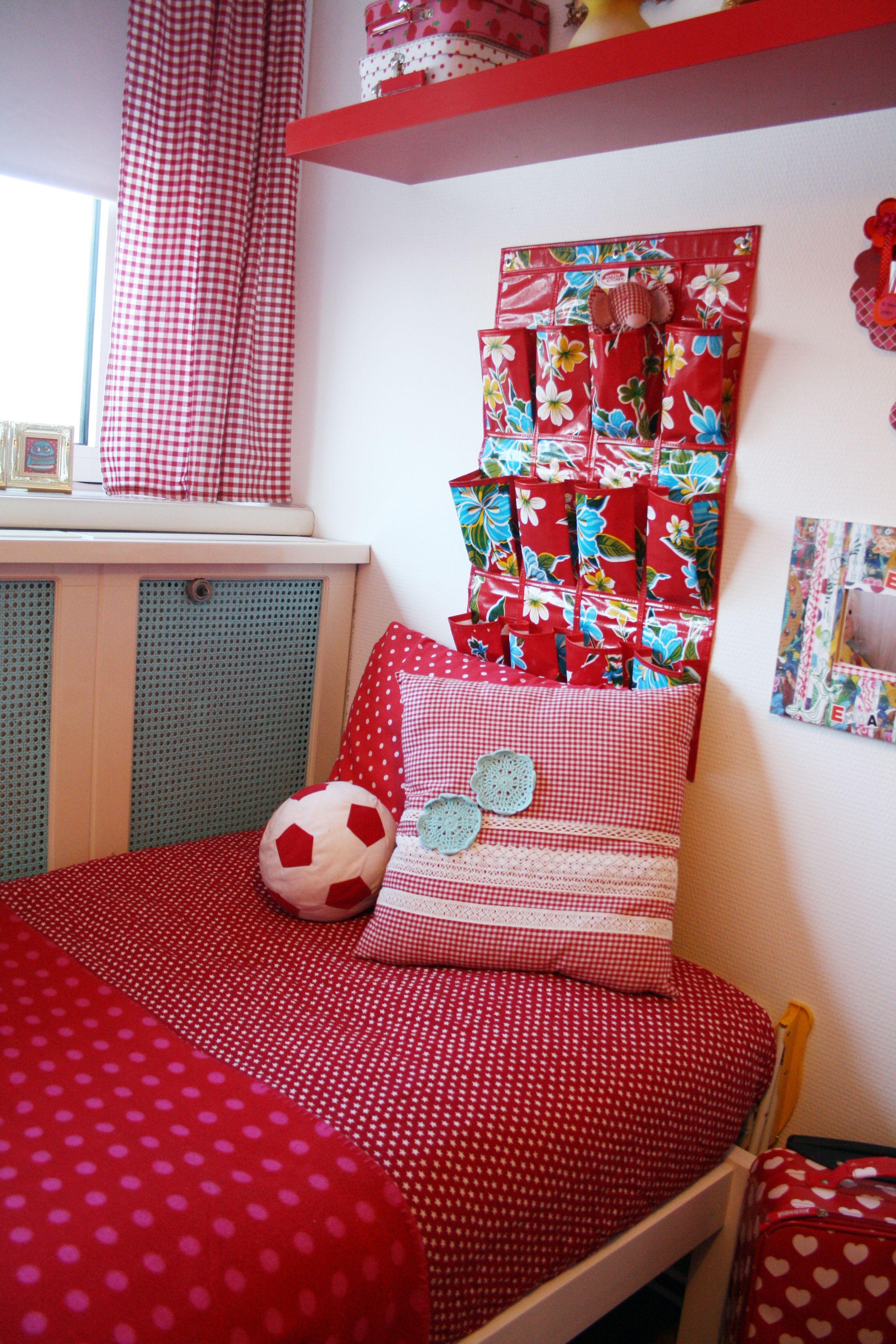Kinderkamer Rood wit blauw gestipt geruit