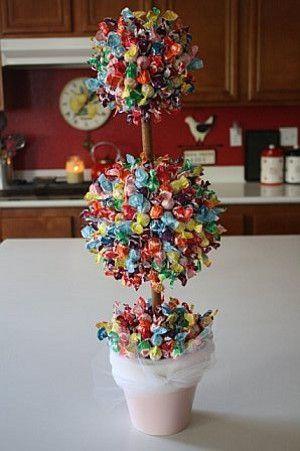 ramo de caramelos como centro de mesa para fiestas y eventos