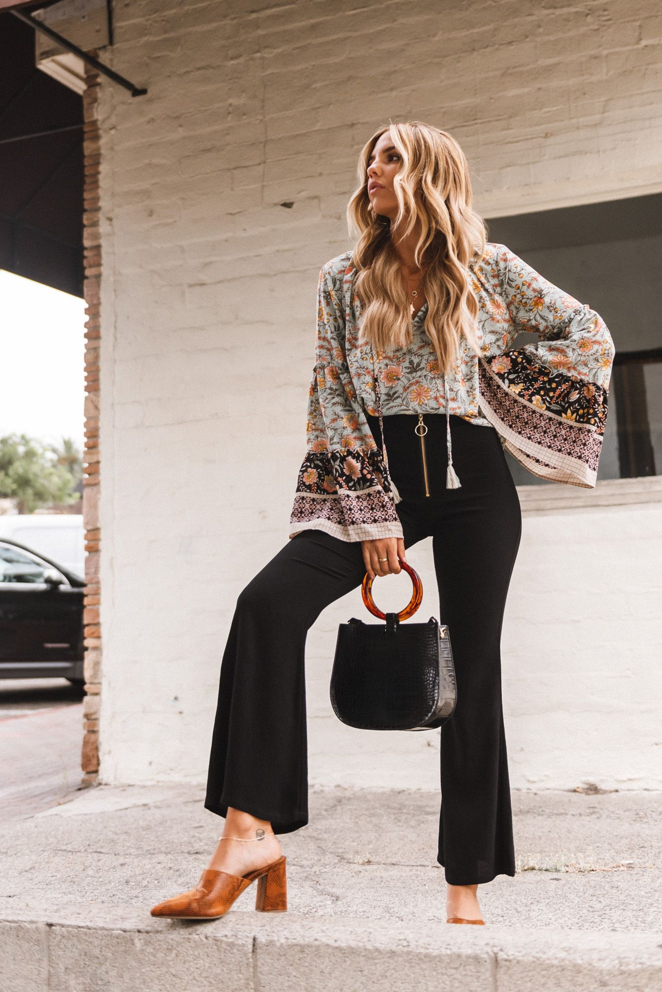 The Fall Accessory Trend that goes with Everything #snakeprintbootsoutfit