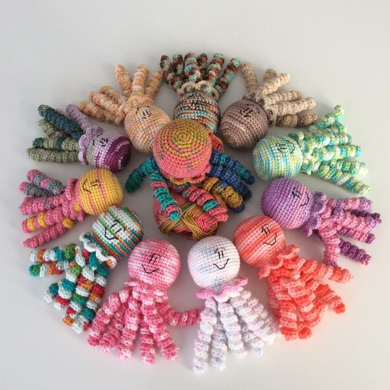Crocheted Octopus Pattern specially designed for premature babies #crochetoctopus