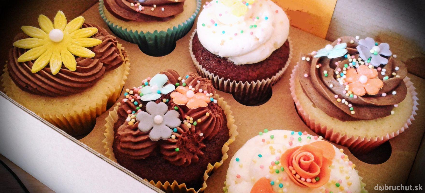 Zdobené jarné muffinky