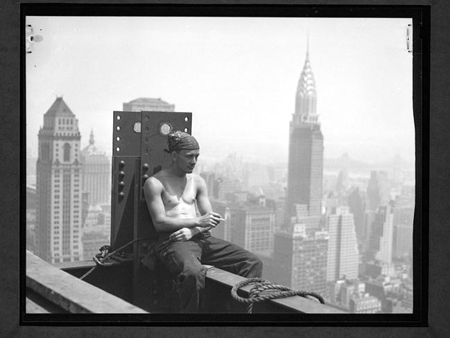 Empire state building - pause cigarette