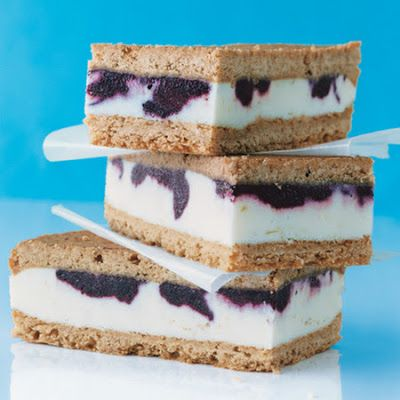 Lemon Ice Cream Sandwiches with Blueberry Swirl @keyingredient #sandwich