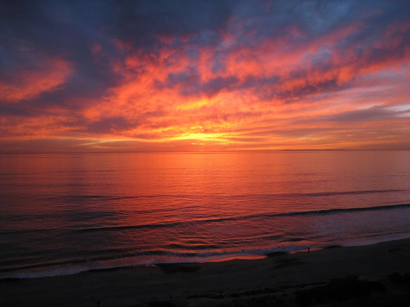 If You Like Romantic Sunsets Youll Love This California Beach Sunset Photo With An