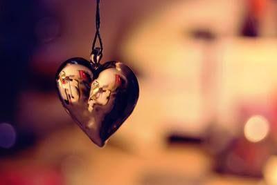 """""""Meu coração é um ideograma desenhado a tinta lavável em papel de seda onde caiu uma gota d'água. Olhado assim, de cima, pode ser Wu Wang, a Inocência. Mas tão manchado que talvez seja Ming I, o Obscurecimento da Luz. Ou qualquer um, ou qualquer outro: indecifrável.""""  (Caio Fernando Abreu)"""