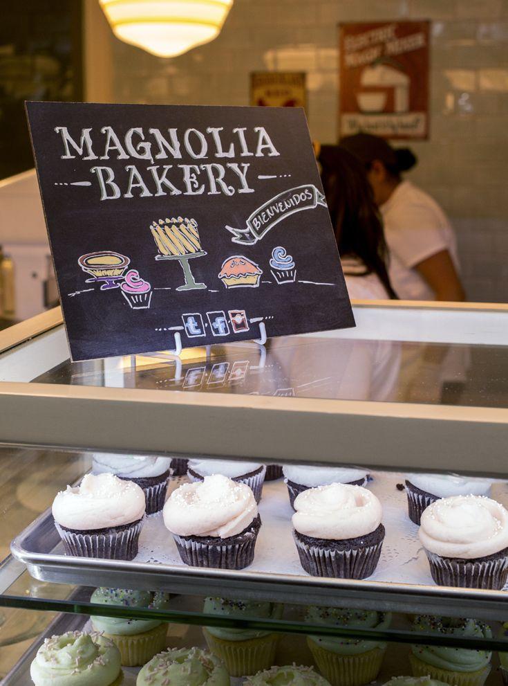 Cualquier día es un buen día para probar nuestros sabores clásicos: cupcakes de chocolate, vainilla o red velvet ¡deliciosos! #MagnoliaBakeryMX #clásicos #cupcakes