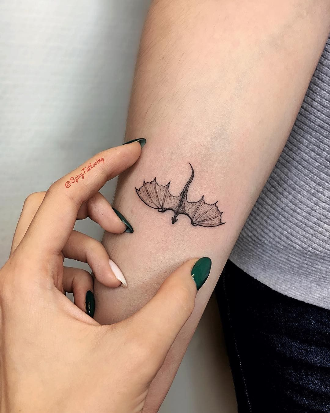 Pin somehowcute Subtle tattoos, Dragon tattoo designs
