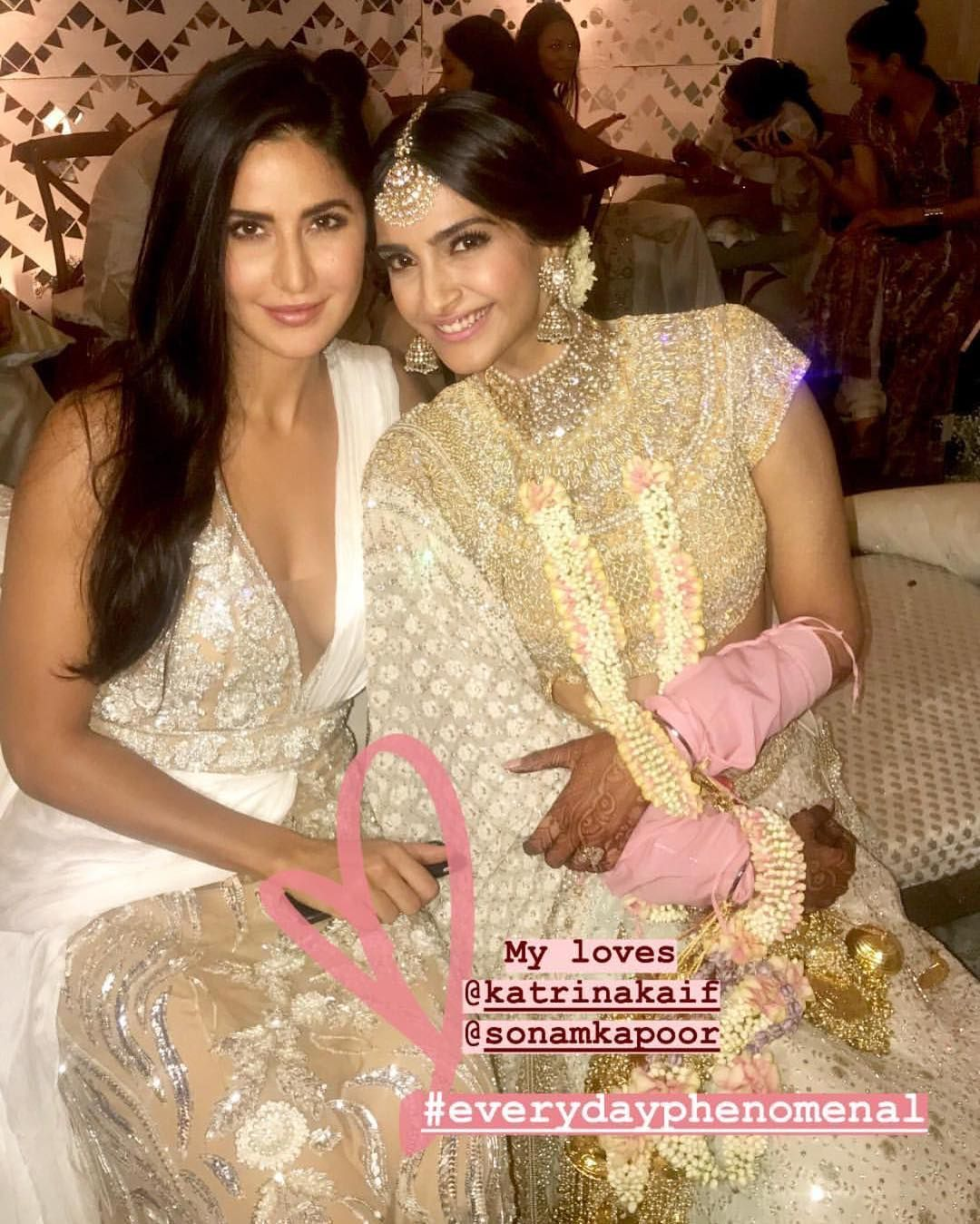 The Gorgeous Katrinakaif Poses With Bride To Be Sonamkapoor At Her Mehendi Ceremony Sonamkishaad Bollywood Celebrities Celebrity Weddings Bollywood Actress