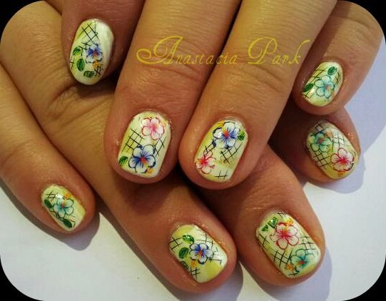 Flowers for short nails