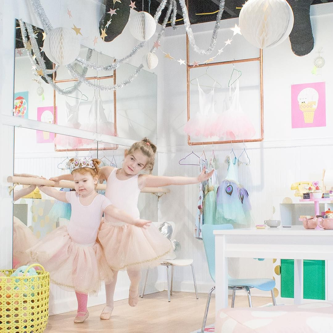 On the blog today: a quick and easy DIY ballet barre for the playroom.