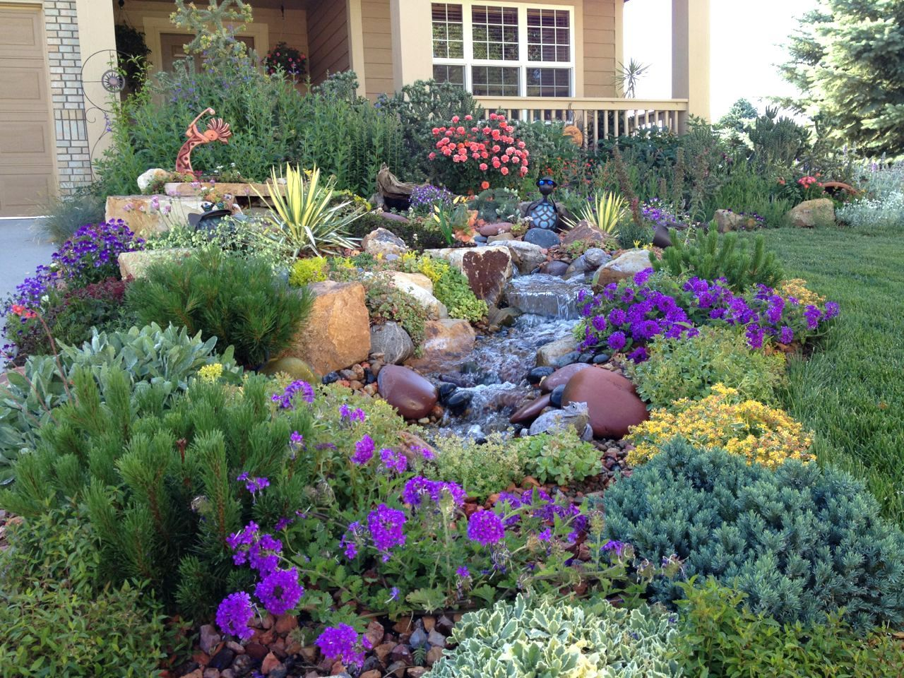Low Maintenance Landscaping Ideas For The Midwest Front Yard Design Small Xeriscape
