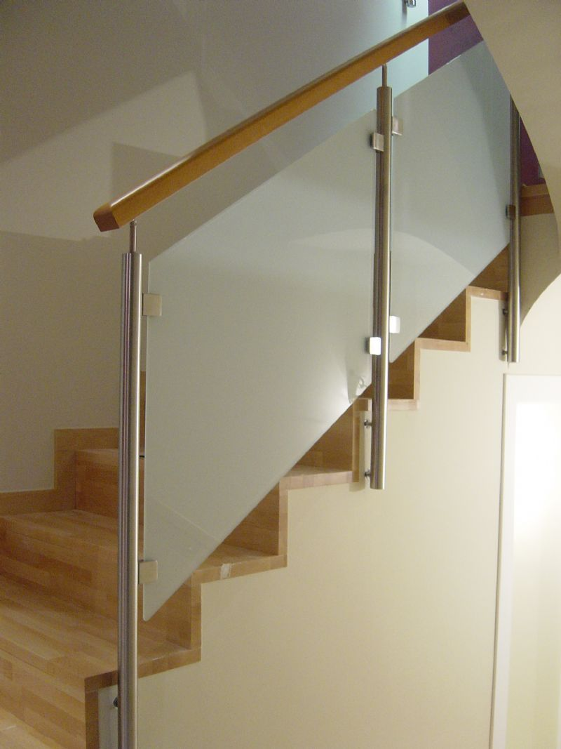 Barandillas y barandas de cristal para escaleras de obra - Escaleras de cristal y madera ...