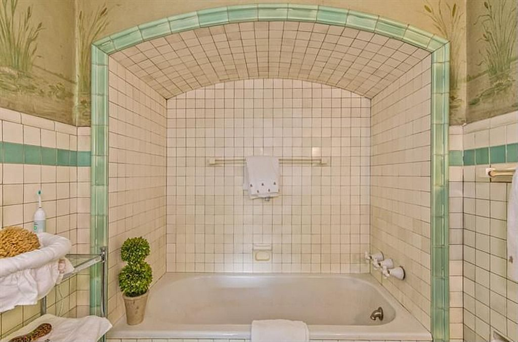 Could Do A Nook Like This For The Tub Above The Downstairs Addition Narrow Bathroom Designs Small Bathroom With Shower Modern Bathroom Design