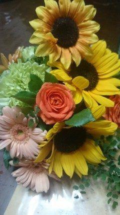 結婚式のテーブルに飾られたお花帰りに頂きました() 花嫁さんがヒマワリのは花が大好きだと言うことでたくさん使ってあり可愛かったです  #熊本市東区佐土原 #MARRY  GOLD tags[熊本県]