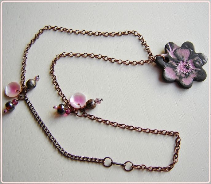 "15 € en DaWanda - Colgante de ceramica "" Flor rosa """