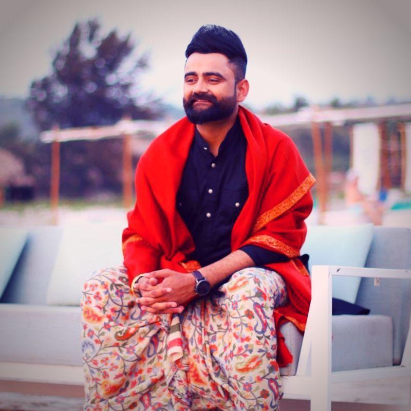 Karan Randhawa Punjabi Singer Hd Photos Free Download In 2021 Photo Poses For Boy Photography Poses For Men Cute Boys Images